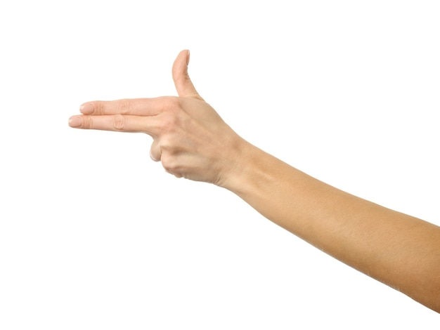 Gros plan sur la main gesticulant pistolet de tir isolé