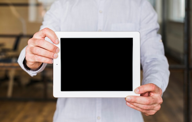 Gros plan, de, main homme, projection, tablette numérique