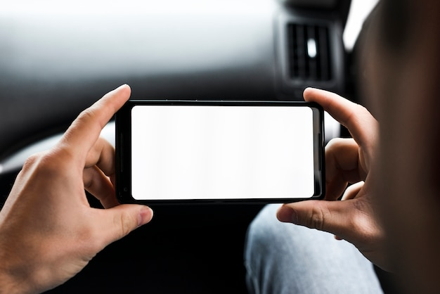 Gros plan, main homme, regarder, sien, mobile, écran blanc, écran