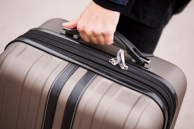 Gros plan, main, tenue, bagage