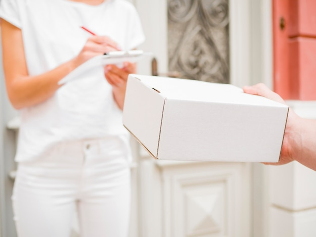 Gros plan, main, tenue, blanc, boîte