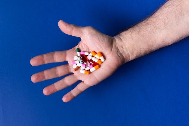 Gros plan, main, tenue, pilules