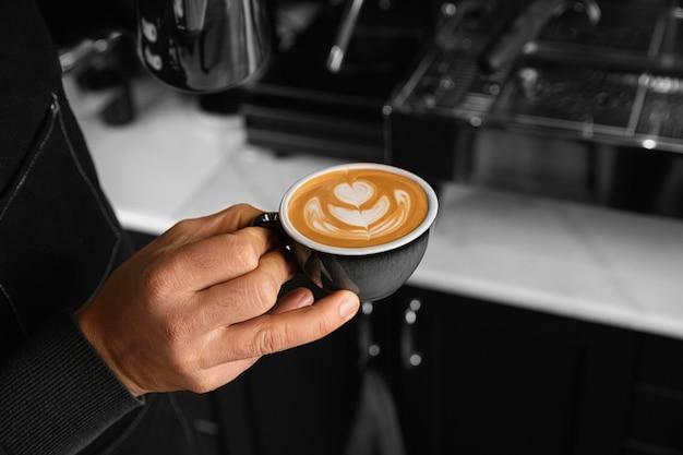 Gros plan, main, tenue, tasse café