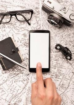 Gros plan, main, toucher, smartphone