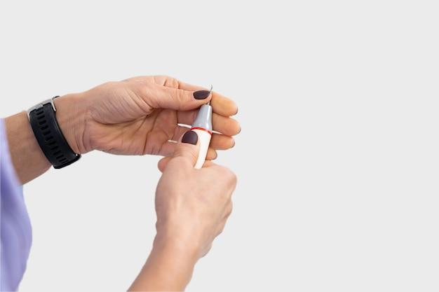 Gros plan, mains, dentiste, préparer, échographie, détartreur