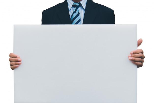 Gros plan de mains d'homme montrant un tableau blanc blanc