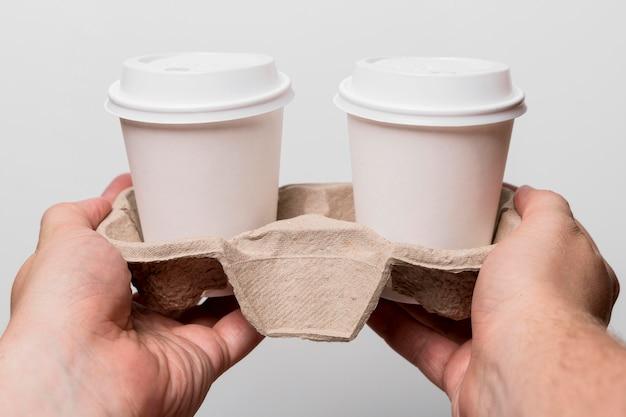 Gros plan, mains, tenue, cafés