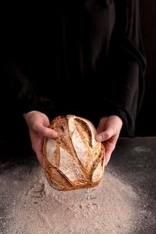 Gros plan, mains, tenue, pain frais