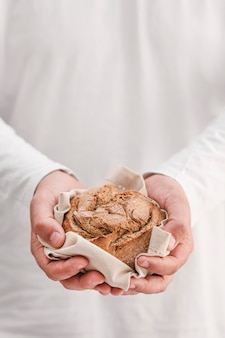 Gros plan, mains, tenue, petit pain