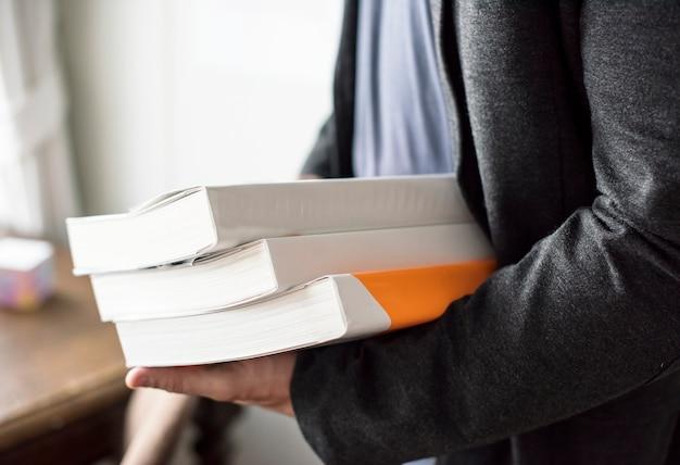 Gros plan, mains, tenue, pile, livres