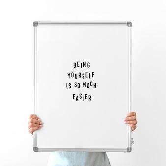 Gros plan, mains, tenue, tableau blanc