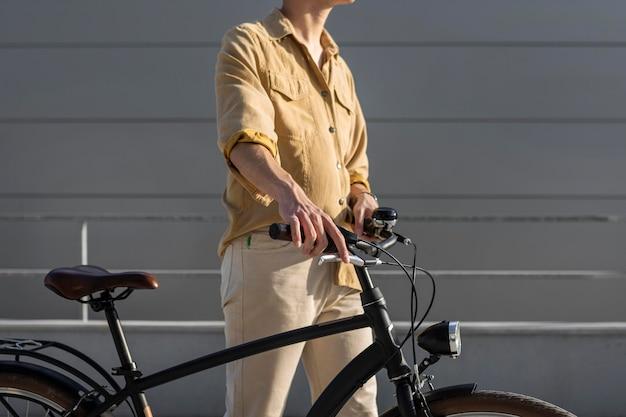 Gros plan, mains, tenue, vélo