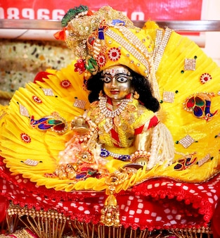 Un gros plan de la maison indienne tample lors de la célébration de l'anniversaire de lord krishna janmashtami