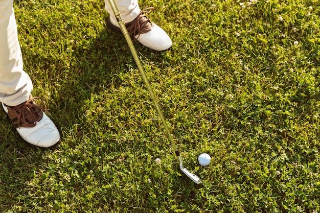 Gros plan, mâle, golfeur, départ