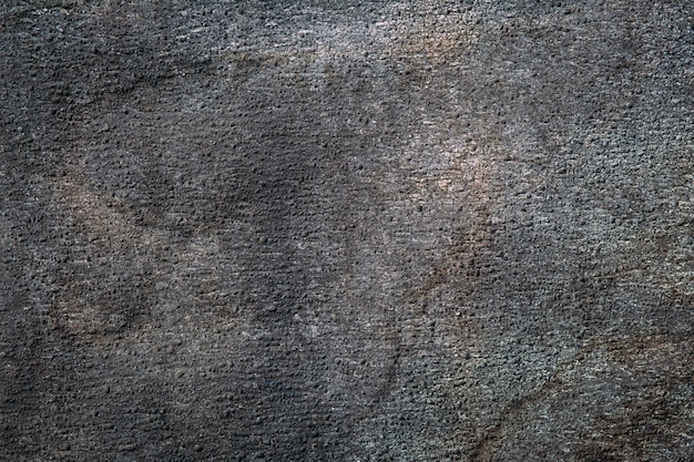 Gros plan de matériau de toiture de texture abrasive. abstrait granulaire sombre.