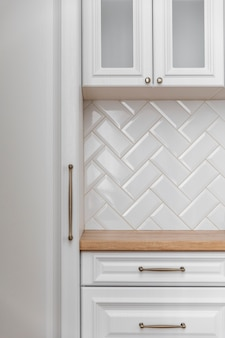 Gros plan de meubles de cuisine blanc