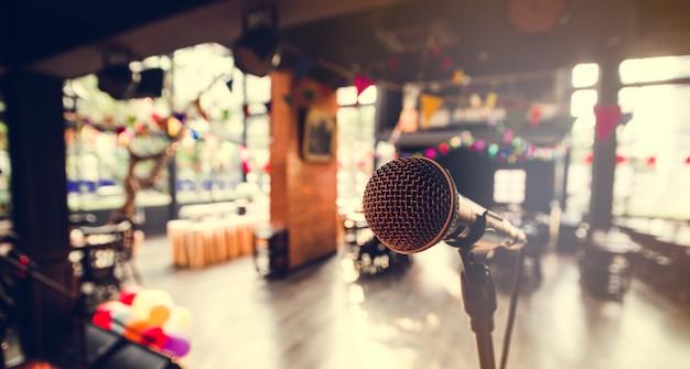 Gros plan sur le microphone pour un concert et un événement