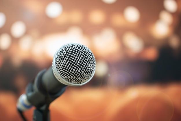 Gros plan, microphones, résumé, flou, parole, salle réunion
