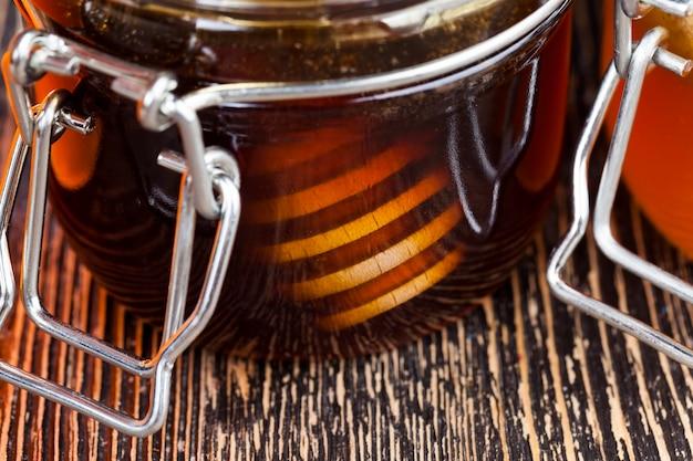 Gros plan sur le miel d'abeille