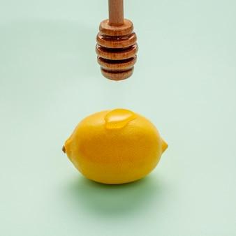 Gros plan, miel, verser, citron