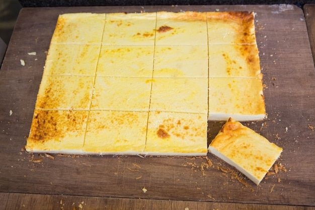 Gros plan d'un morceau de gâteau