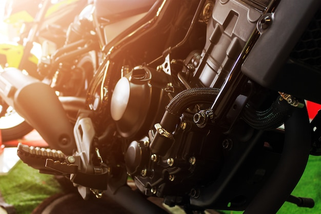 Gros plan moteur de moto de sport (grand vélo)