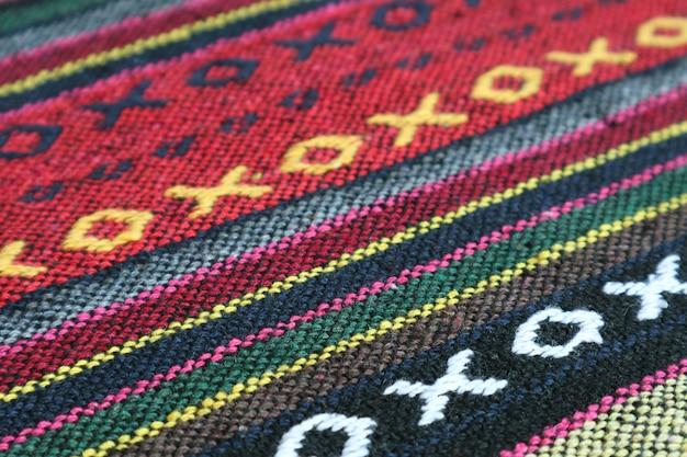Gros plan sur le motif et la texture du textile traditionnel de la région du nord de la thaïlande