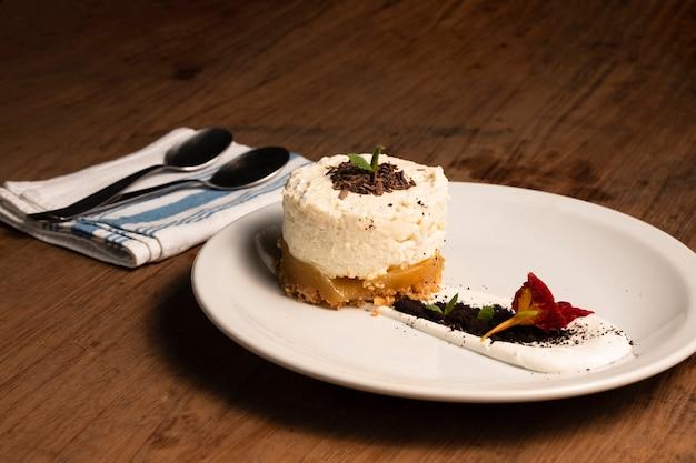 Gros plan mousse dessert