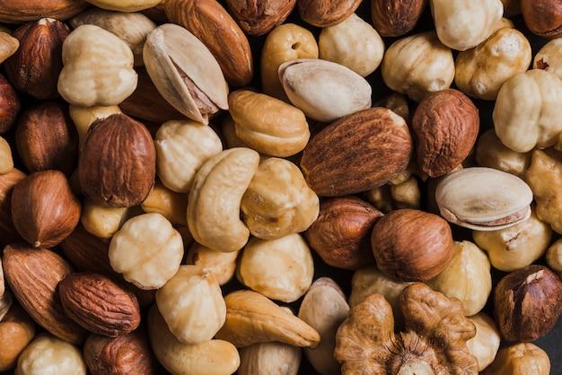 Gros plan des noix assorties
