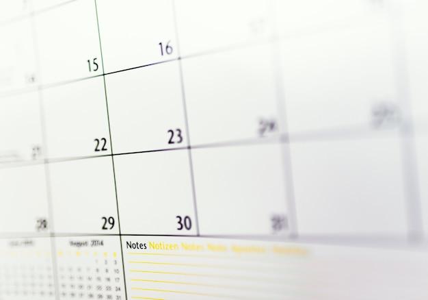 Gros plan des nombres sur la page du calendrier