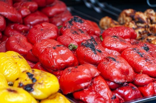 Gros plan de la nourriture de rue fraîche