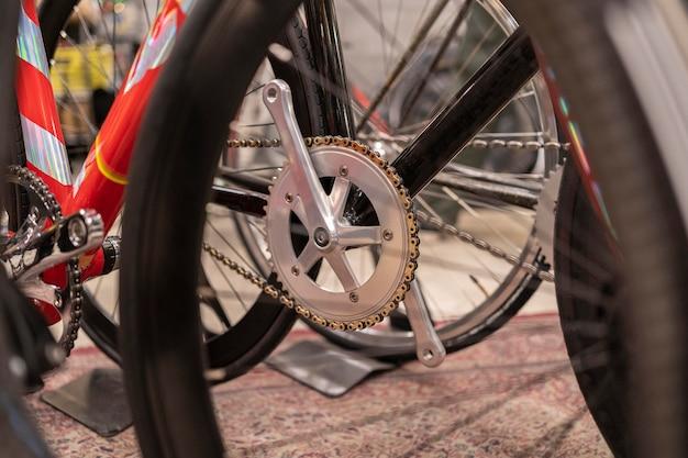 Gros plan de nouvelles pièces de vélo