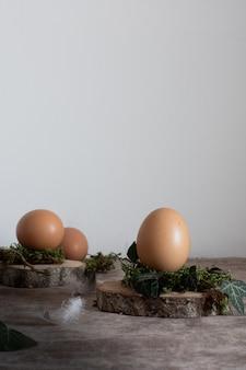 Gros plan des oeufs de pâques traditionnels