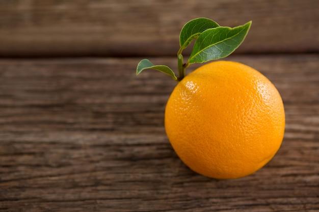 Gros plan, de, orange, sur, table bois
