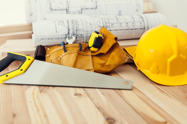 Gros plan d'outils de travail pour menuisier