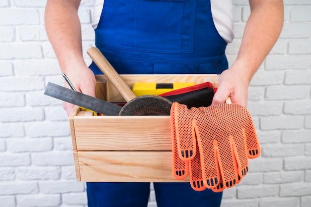 Gros plan, ouvrier, tenue, boîte outils
