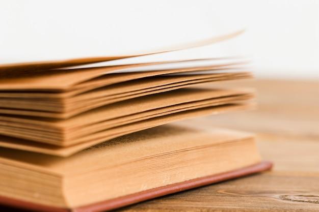 Gros plan des pages du livre
