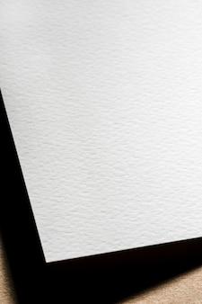 Gros plan de papier texturé blanc