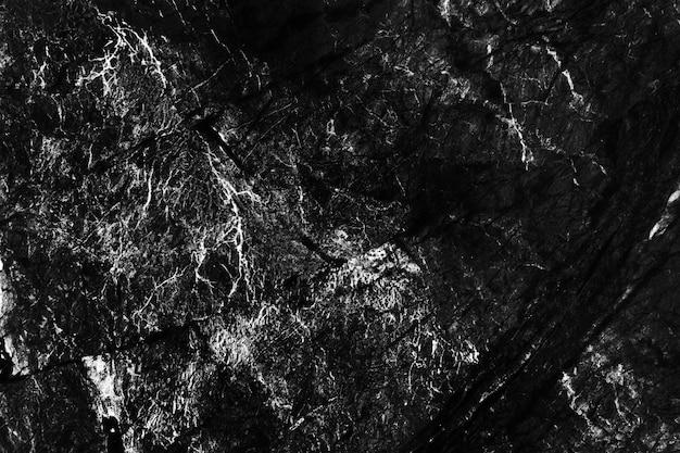 Gros plan de peinture noire sur un fond de mur