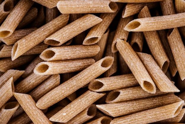 Gros plan, de, penne, blé entier, pâtes