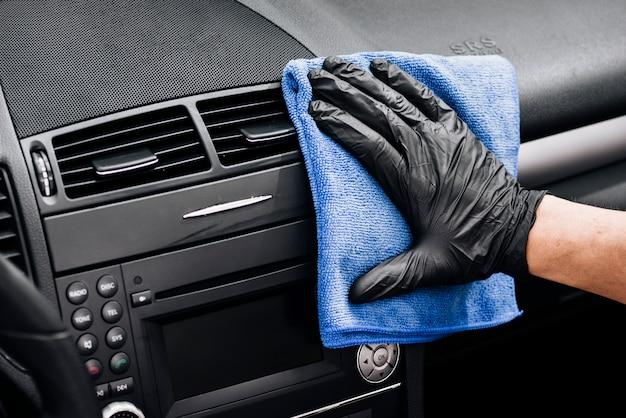 Gros plan, personne, nettoyage, intérieur voiture