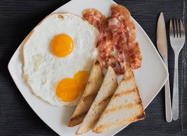 Gros plan, petit déjeuner américain, sur, table
