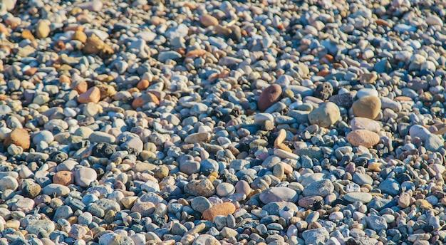 Gros plan de petits cailloux de pierres grises. mise au point sélective.