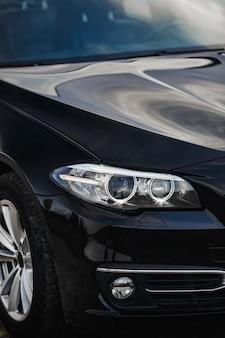 Gros plan des phares de voiture