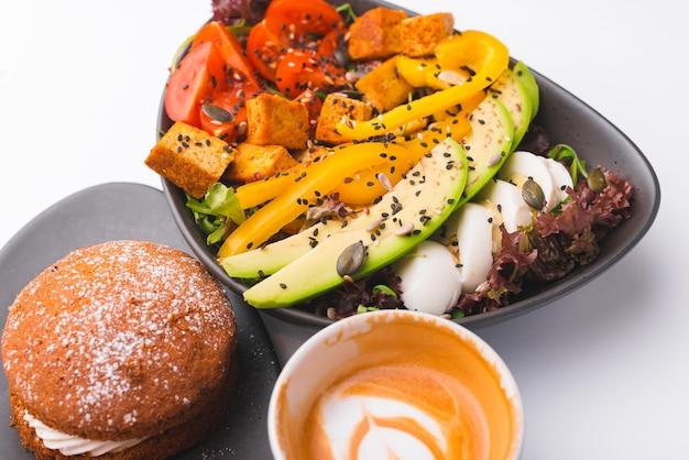 Gros plan photo petit-déjeuner nutritif incroyable sur tableau blanc