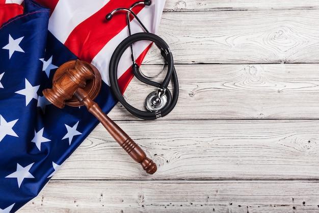 Gros plan photo de stéthoscope sur le drapeau américain usa