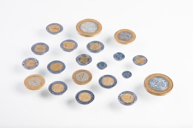Gros plan sur les pièces de monnaie en peso mexicain
