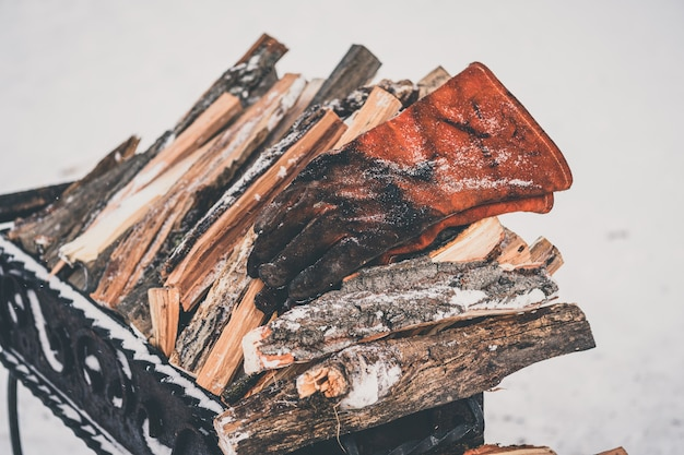 Gros plan d'une pile de bois de chauffage