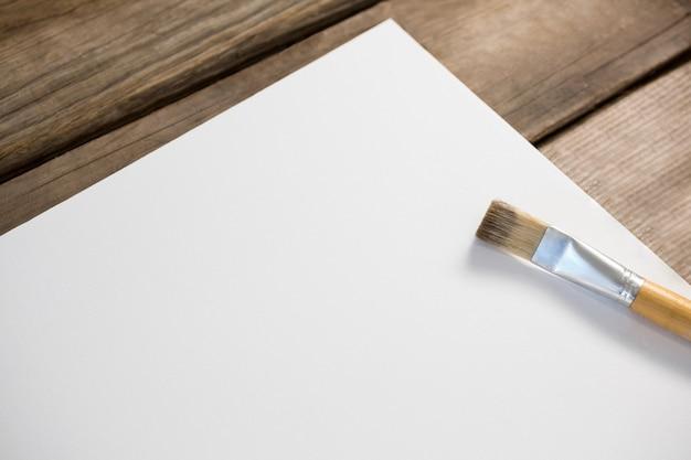 Gros plan, de, pinceau, sur, papier blanc