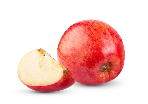Gros plan sur pomme rouge isolé